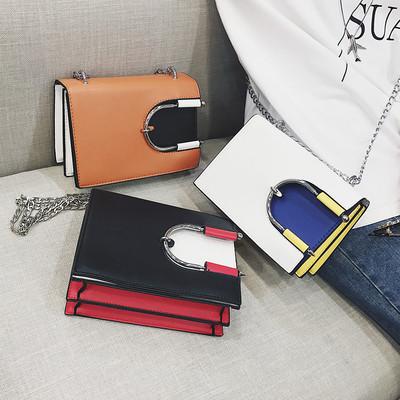 Свежа дамска чанта в няколко разцветки с метална дръжка