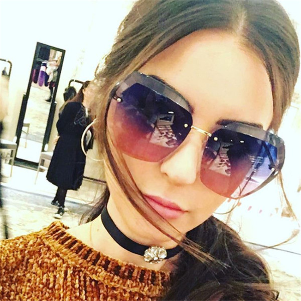 Πολύ ενδιαφέρον κυρίες γυαλιά ηλίου με προστασία UV και ορθογώνια παράθυρα  - Badu.gr Ο κόσμος στα χέρια σου f0ae2dfc62a