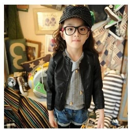 b7a874f11b1 Κομψό δερμάτινο μπουφάν για κορίτσια σε απλό σχεδιασμό - Badu.gr Ο κόσμος  στα χέρια σου