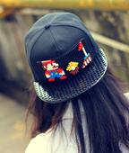 Страхотна дамска шапка с капси и апликация на Супер Марио