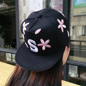 Модерна бейзболна дамска шапка в няколко свежи модела