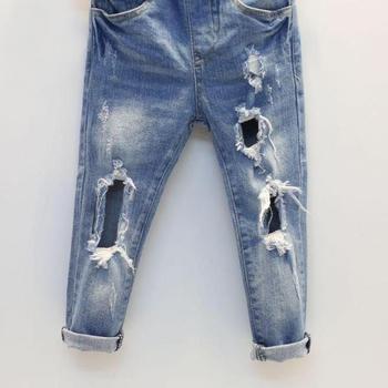b0efe5b2bde Παιδικά τζιν κατάλληλα για κορίτσια και αγόρια - ένα σκισμένο μοντέλο