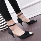 Изключително стилни велурени обувки на висок ток със златен остър връх