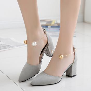 Уникални обувки на дебел висок ток и перлена закопчалка около глезена