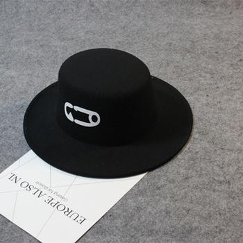 Семпла мъжка вълнена шапка британски стил