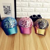 Цветни дамски шапки с пайети различни модели