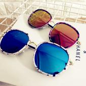 Стилни слънчеви очила с отразяващи стъкла