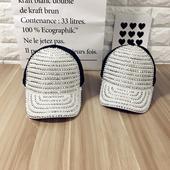 Красива дамска шапка с капси и дишаща материя