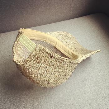 Актуална плетена дишаща шапка с пайети