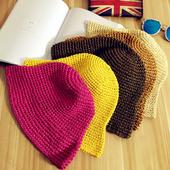 Най-различни цветове плетени шапки за дамите