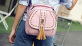 Хит дамска раничка с дълга дръжка за през рамо в три различни цвята