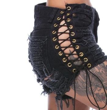 Хит дамски къси дънкови панталони с много интересни връзки от двете страни на крака и разкъсани мотиви