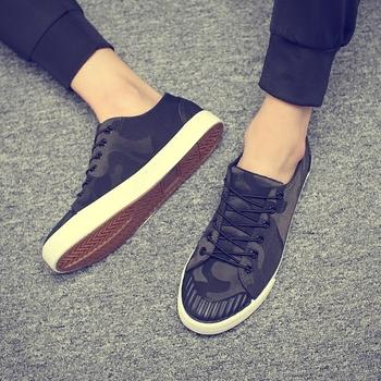 00827ff148a Περιστασιακά πάνινα παπούτσια ανδρών σε μαύρο και καμουφλάζ πρότυπα ...