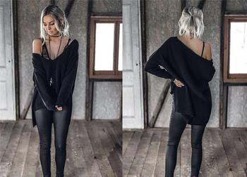 Стилен дамски пуловер с отворено V-образно деколте в три цвята