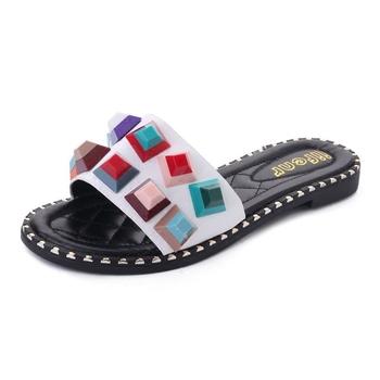 Цветни дамски чехли в разнообразие от модели