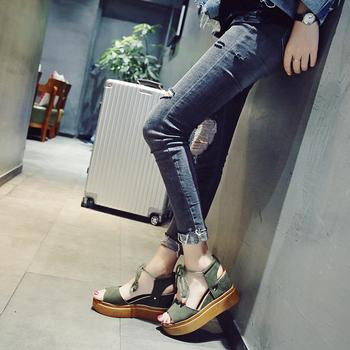 Дамски сандали на платформа с връзки в черен, зелен и бял цвят