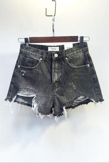 Къси дънкови дамски панталони в черен цвят и накъсани