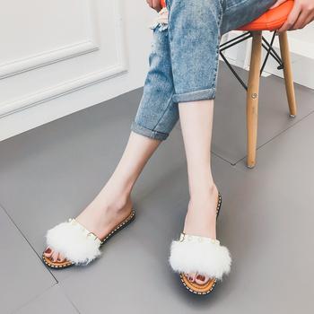 Дамски ежедневни чехли с пух и много красиви перли