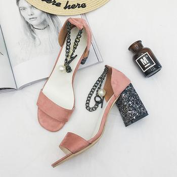 Дамски спортно-елегантни обувки с висок дебел ток