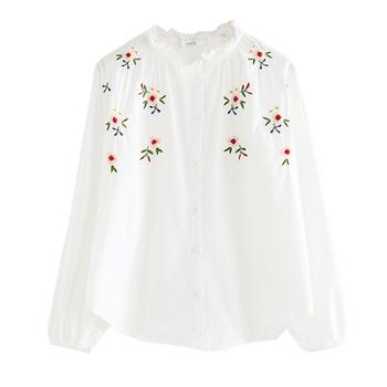 fb10deb65e5 Много нежна дамска бяла риза с дълъг ръкав и красива бродерия на цветчета