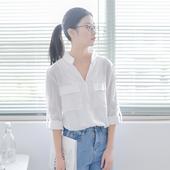 Много нежна дамска копринена риза с големи джобове на гърдите