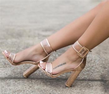 Елегантни и модерни дамски сандали на дебел ток с прозрачни каишки