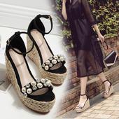 Модерни дамски сандали на платформа с декорация перли и камъни