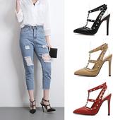 Модерни дамски обувки на висок ток, остри, с метална декорация