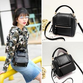 Мини дамска чанта, много стилна, в бордо и черен цвят с две дръжки