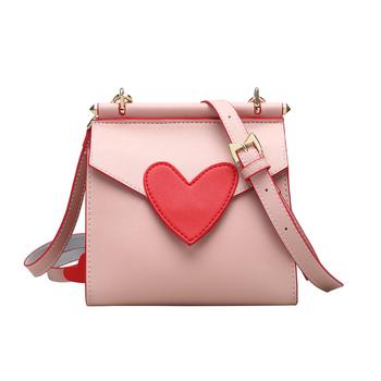 Малка дамска чанта с декорация сърце в черен и розов цвят