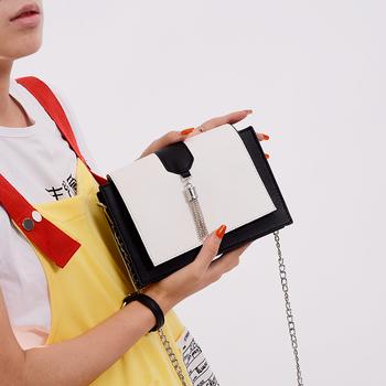 Стилна дамска чанта за жени с метална дръжка в три цвята