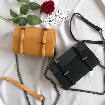 Свежа дамска чанта, подходяща за ежедневие с метална дръжка и в няколко разцветки