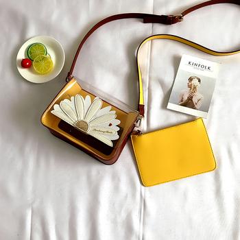 Стилна мини дамска чанта с декорация бродерия в различни разцветки