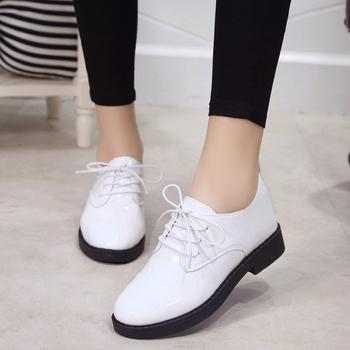 687c596d6ab Ежедневни дамски лачени обувки с дебел нисък ток и връзки - 3 цвята ...