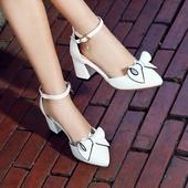 Сладки дамски обувки на ток с панделка, леко остри в червен, бял и черен цвят