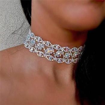 Много интересен и стилен дамски чокър с красиви лъскави камъчета