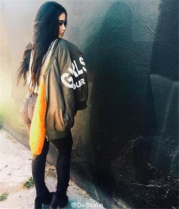 Πολύ κομψό και όμορφο κυρίες σακάκι με την επιγραφή πίσω από την πλάτη - 3 χρώματα