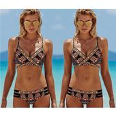 Много красив дамски бански костюм от две части с флорални шарки
