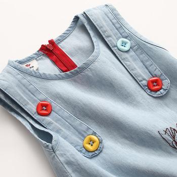 Γλυκό τζιν φόρεμα για κορίτσια διακοσμημένο με κουμπιά και κεντημένο εικόνα fd9643b4134