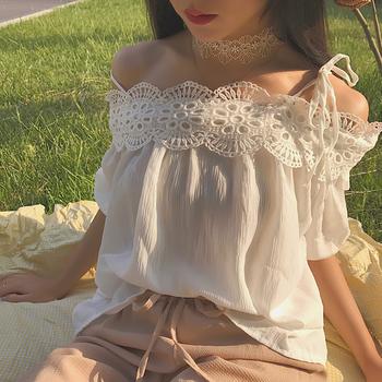 Сладка дамска блуза с дантела и голи рамене в бял и червен цвят