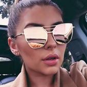 Много стилни дамски очила с интересна форма на стъклата