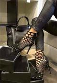 Страхотни дамски обувки на висок ток с много интересни връзки украсени с лъскави камъчета