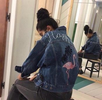 Μοναδικό και πολύ κομψό κυρίες τζιν μπουφάν με όμορφα κεντήματα