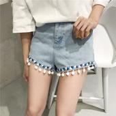Модерни дамски къси панталони с декорация в светъл цвят и висока талия