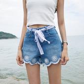 Стилни дамски къси панталони с висока талия и бродерия в син цвят