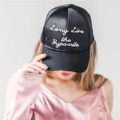 Много стилна дамска кожена шапка - 2 модела