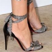 Уникални дамски отворени обувки на висок ток с много интересни връзки