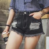Модерни дамски къси панталони в два цвята, с висока талия и накъсани