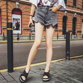 Много стилни дамски къси панталони с дантела и метална декорация