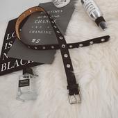 Стилен дамски кожен колан с метални пръстени в черен цвят